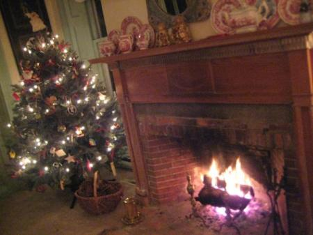 christmas_fireplace_2009.jpg