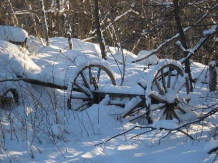 wagon_wheels_in_snow_209.jpg